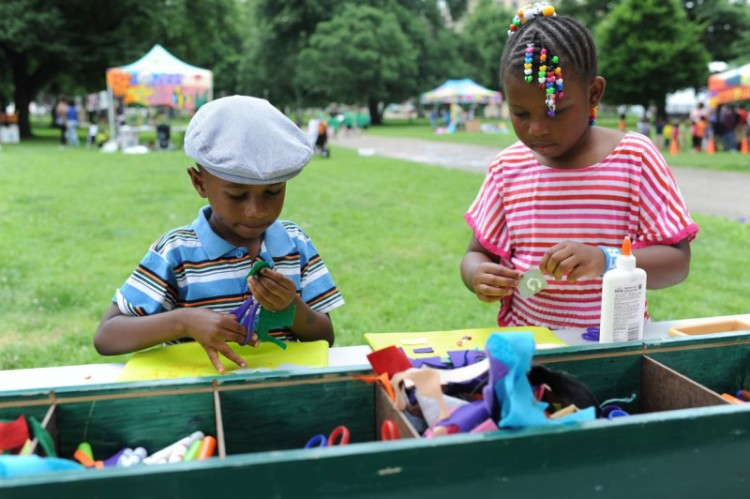 Everyone can be an artist when the Roving Art Cart comes to the park. Photo courtesy Citiparks.