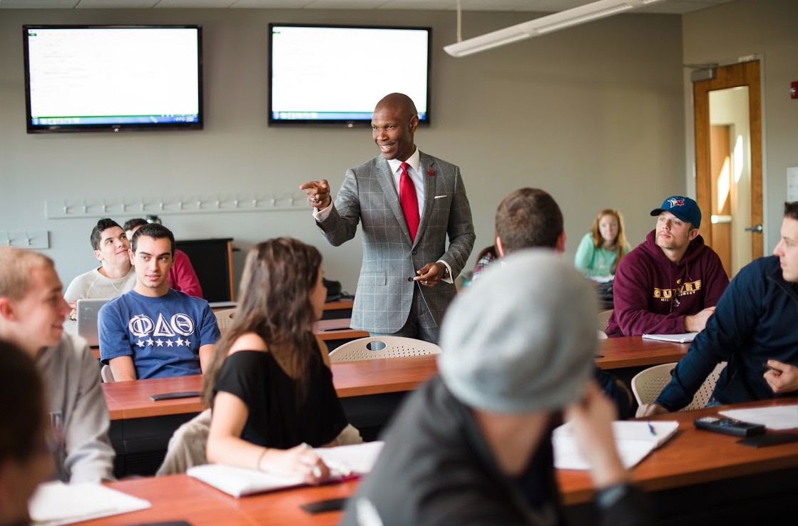 President Howard pops in on students during a class in RMU's School of Business.