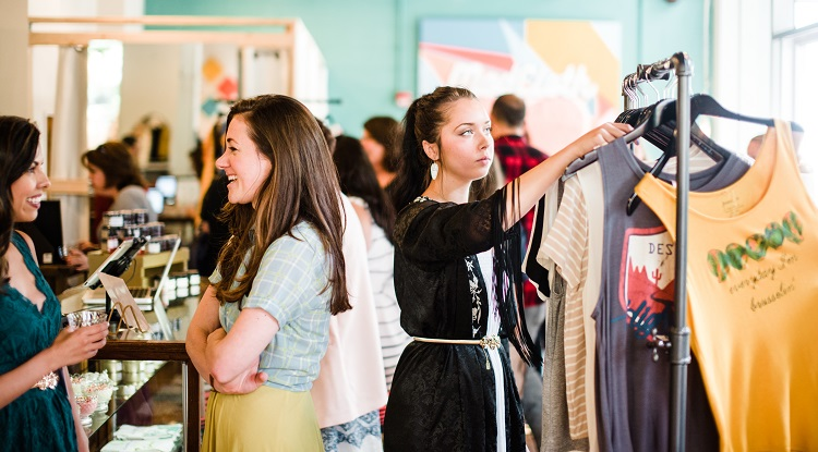 Shoppers at the IRL pop-up shop in Austin, TX. Image courtesy of ModCloth.