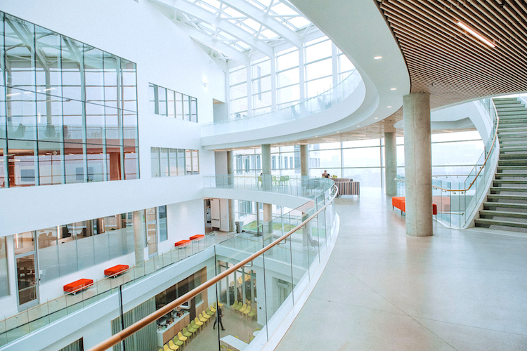 Ypperlig CMU's Tepper Quad opens as a hub for collaboration, study and OE-52