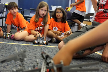 STEM program at the Carnegie Science Center. Photo by Brian Cohen.