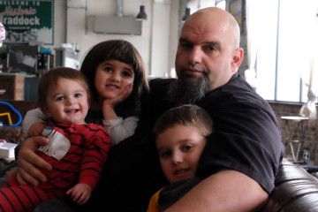 Mayor John Fetterman with his three children. Photo by Brian Cohen.