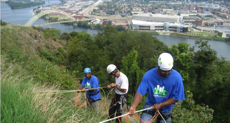Emerald Trail Corps learning to use safety ropes in Emerald View Park. Courtesy Mt. Washington CDC.