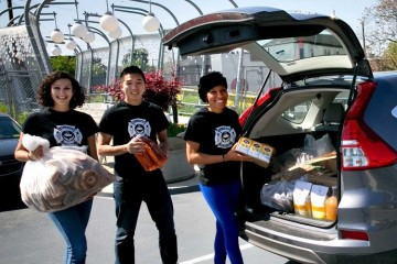 412 Food Rescue volunteers load a ZipCar with donations. Image courtesy of 412 Food Rescue.