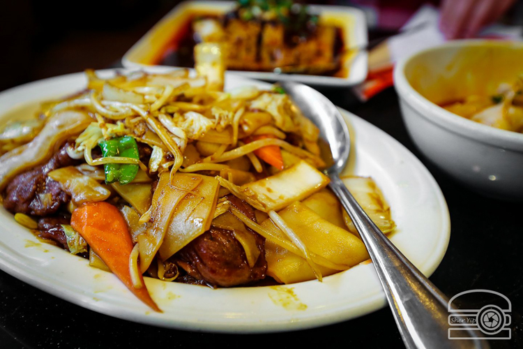 Beef Hor Fun at How Lee Chinese Food. Photo by Sher Yip @per_ogi.